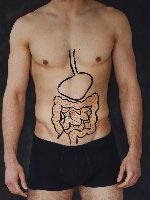 Luder bekommt Kotladung auf Bauch